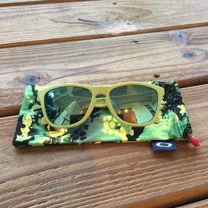 *SUPER RARE* Custom Aspen Oakley Frogskins